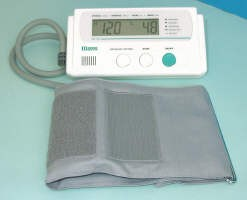 Sfigmomanometro digitale automatico